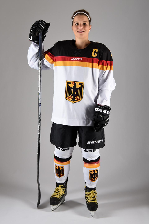 https://www.sporthilfe.de/fileadmin/images/athletenfoerderung/Foerderbeispiele/Eishockey/img_julia_zorn_Eishockey_960px.jpg